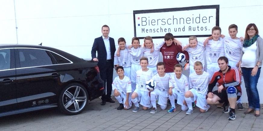 Die D1-Junioren des TV Riedenburg freuen sich über die tollen neuen Trikots. Herzlichen Dank an den Sponsor Autohaus Bierschneider!